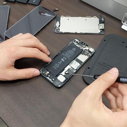 アイフォン修理中